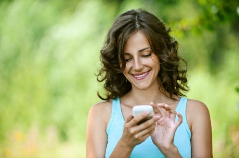 How to Text With a Guy You Like to Build Attraction